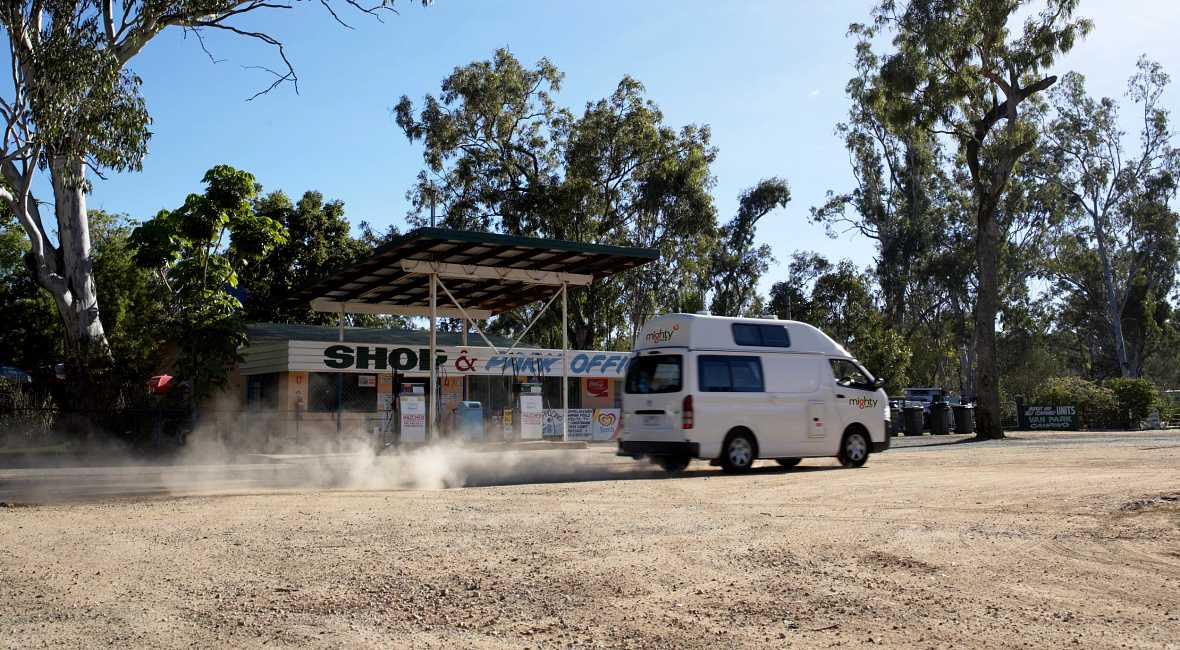 Highball Exterior driving AU